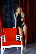 Blonde and gorgeous, Lisa Dawn looks absolutely irresistible-00
