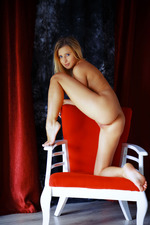 Blonde and gorgeous, Lisa Dawn looks absolutely irresistible-16