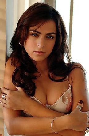 Sexy Brunette Mariana Goulart