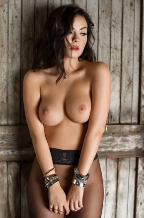 Go High End With Stylish Playmate Alexandra Tyler