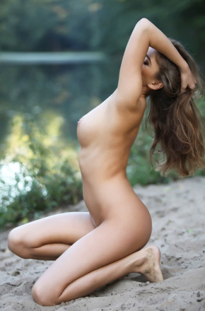 Traci Nude In The Nature