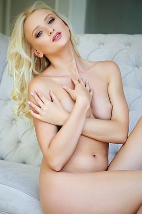 Leggy blonde stunner Nika N