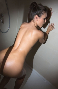 Ivy In The Bathroom
