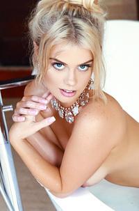 Sexy Alana Wolfe Takes A Nice Hot And Steamy Bath