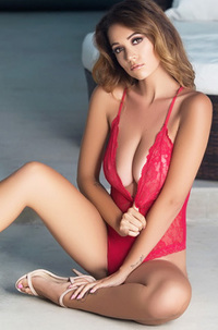 Pretty Hot Ali Rose
