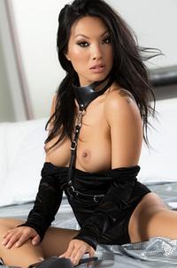 Sexy Asian Babe Asa Akira Gets Nude